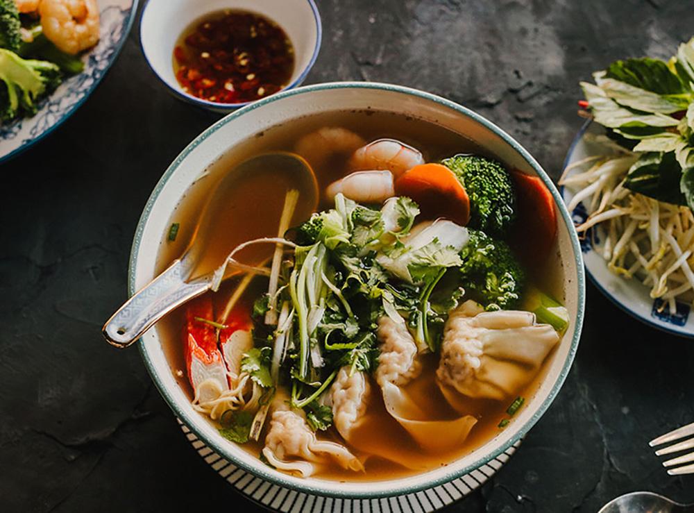 38. Deluxe wonton - egg noodle soup